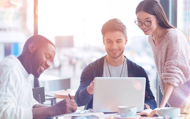 Ventajas de contratar a trabajadores jóvenes
